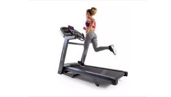 woman running horizon 7.4 treadmill